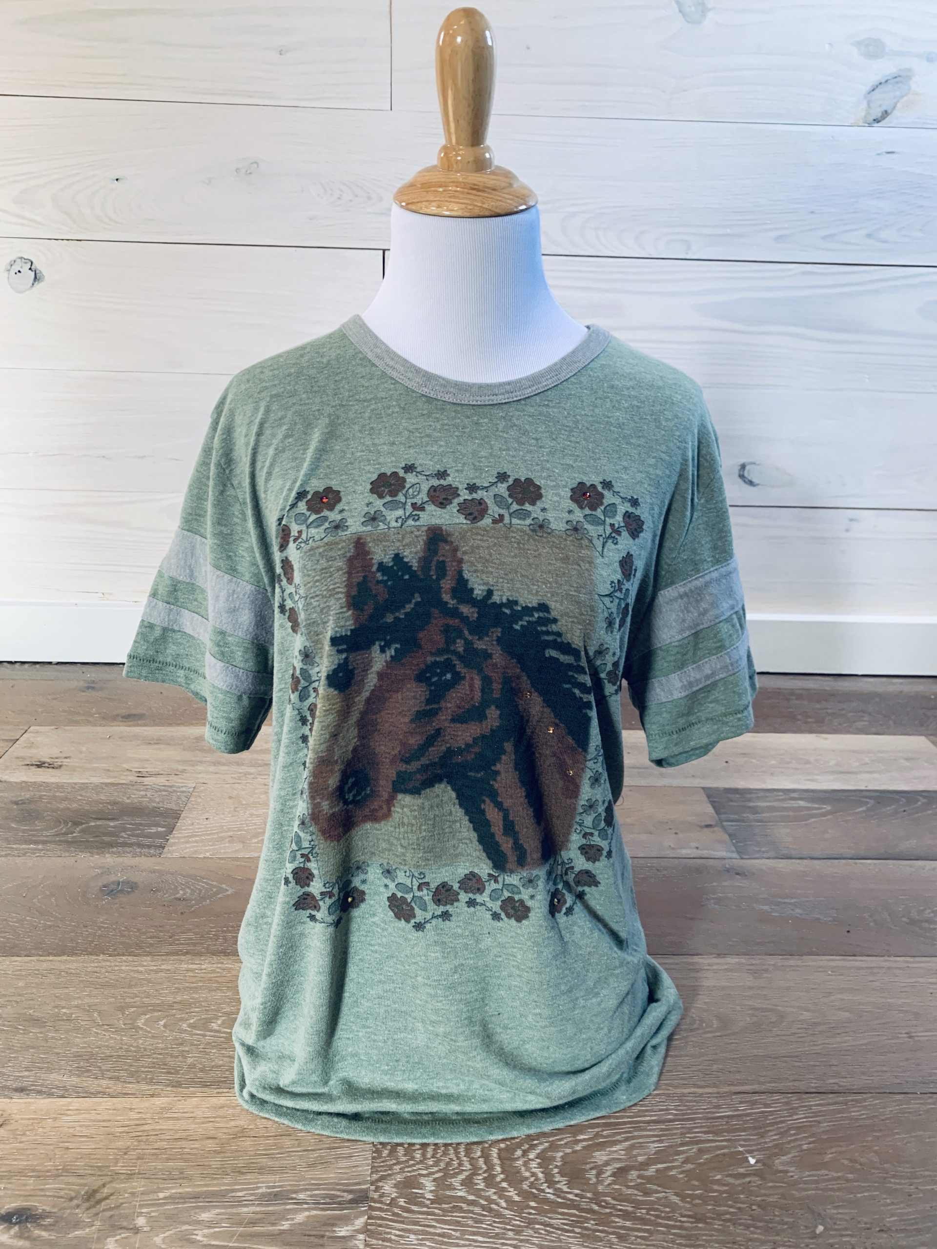 LatchHook Horse on Military Green-Grey Tee